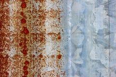För makrobakgrund för korrugerad metall rostig textur arkivbilder