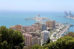 för malaga bostadsspain för flyg- andalusia område white sikt Flyg- sikt av port och staden Royaltyfri Fotografi