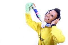 för manmusik för asiat lyssnande barn Fotografering för Bildbyråer