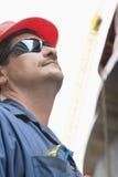 för manred för hård hatt solglasögon Arkivfoto