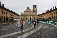 för maratonoro för D half vigevano 2009 för scarpa Arkivbilder