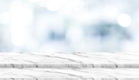 För marmortabell för tomt moment vit överkant med tålmodigt vänta på för suddighet Royaltyfria Foton