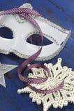 För maskeradparti för lyckligt nytt år vit maskering Royaltyfri Bild