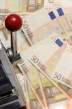 för maskinpengar för euros femtio mycket öppning Arkivfoto