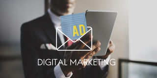 För massmediainternet för annonsering socialt begrepp för bokstav arkivfoto
