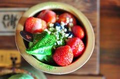 För Matcha för grönt te för jordgubbe mjuk kräm glass Arkivfoton