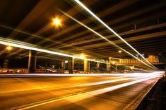 för megacitynatt för huvudväg ljusa trails Royaltyfria Bilder