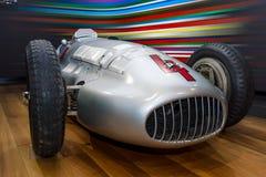 För Mercedes-Benz W154 för tävlings- bil för grand prix pilar silver Royaltyfri Bild