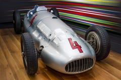 För Mercedes-Benz W154 för tävlings- bil för grand prix pilar silver Royaltyfri Foto