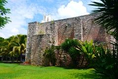 För Merida Churbunacolonial för mexikan kyrklig historia arkitektur royaltyfri fotografi
