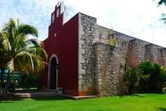 För Merida Churbunacolonial för mexikan kyrklig historia arkitektur arkivbild