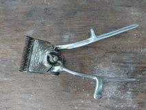För metallhår för gammal tappning manuell nagelsax Fotografering för Bildbyråer