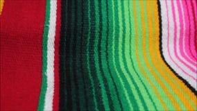 För Mexico för mexicansk poncho bakgrund för fiesta för poncho för filt för de mayo mexicansk cinco med band stock video