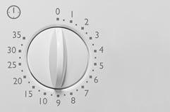 För mikrovågugn för motsvarighet 35 minimal tidmätare, analog tappningvit Arkivbilder