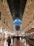 För milano för di för Galleriavittorioemanuele duomo tid för vinter för träd jul arkivfoton