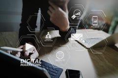 För minnestavlaskeppsdocka för Website märkes- funktionsdugligt digitalt tangentbord och comput royaltyfri foto