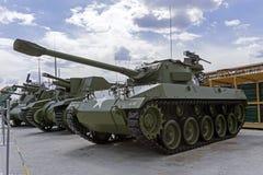 För mmvapen för amerikan 76 Hellcat för motorisk vagn M18 M18 GMC i museet av militär utrustning Royaltyfri Bild