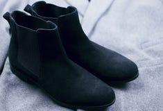För mockaskinnchelsee för kvinnlig svarta skor Fotografering för Bildbyråer
