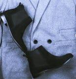 För mockaskinnchelsee för kvinnlig svarta skor Royaltyfri Bild