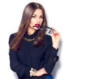 För modemodell för skönhet bärande exponeringsglas för sexig flicka, över vit arkivfoton