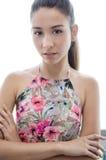 För modemodell för ung kvinna iklädd jeans Arkivfoto