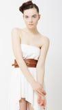 för modewhite för klänning elegant kvinna Royaltyfri Fotografi