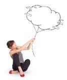 För molnballong för ung lady hållande dra Royaltyfri Foto