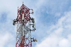för moscow för områdesstadsdmitrov vinter för torn för telekommunikation natt Trådlös kommunikationsantennsändare arkivbilder