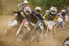 för motocrossmotorbike för flyga hög race Royaltyfria Bilder