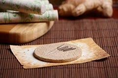 för moxavisare för akupunktur ljust rödbrun sticks Royaltyfri Fotografi