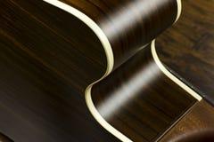 För musikfall för akustisk gitarr formar jazz för fingerstyle för musiker för gitarrist för musik för lek för solid vibration för Arkivfoton