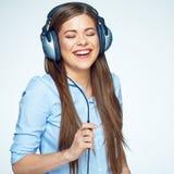 för musikkvinna för lycklig hörlurar lyssnande barn Royaltyfria Bilder