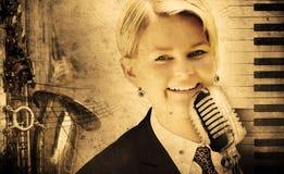 för musikpiano för bakgrund smutsig sångare Arkivbilder