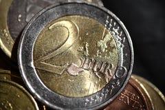 För myntfinans för euro två slut för begrepp för system upp Arkivfoton