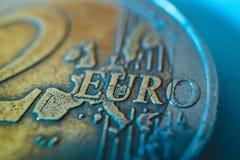för myntmakro för euro 2 sikt Europeisk valuta, 2 nära övre för euro Arkivbild