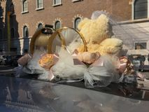 För nallebjörn för tappning flott leksak för att gifta sig parbruden fotografering för bildbyråer