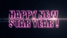 För NEW STAR för purpurfärgat rosa färglaser-neon LYCKLIG text ÅR med skinande ljus optisk signalljusanimering på ny svart bakgru arkivfilmer