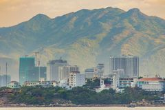 För Nha Trang Vietnam för feriesemesterort bergssida landskap royaltyfri foto