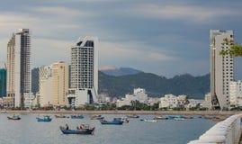 För Nha Trang Vietnam för feriesemesterort kustlinje hamn royaltyfri bild