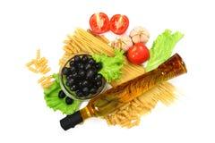 för olivgrönpaprika för basilika italiensk pasta Royaltyfri Fotografi