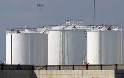 för oljelagring för bränsle industriella behållare Arkivbilder