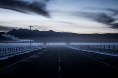 För Oregon för inter-Forest Crater Lake Snowy Mountain landskapfotografi träd Stillahavs- nordvästliga berg Arkivfoto