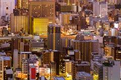 För Osaka för flyg- sikt för natt i stadens centrum affär för stad för uppehåll stad Arkivbild