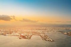 För Osaka för flyg- sikt signal för solnedgång för horisont för port stad Royaltyfria Foton