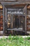 by för padlock för dörrhus gammal Royaltyfria Bilder