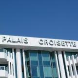 ` För `-Palais croisette i Cannes arkivbilder