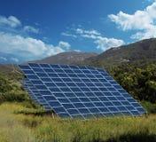 För panelsamlare för sol- energi bygd Arkivfoto