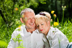 för par pensionär utomhus Royaltyfri Foto