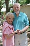 för par pensionär utomhus Royaltyfri Bild