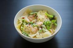 för pastaräka för fetuccini italienska räkor Royaltyfri Foto